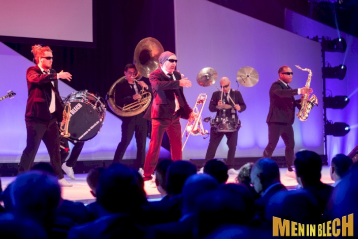 mobile-band-walking-act-fuer-gala-event-ball-kongresse-awards-openings-flashmob