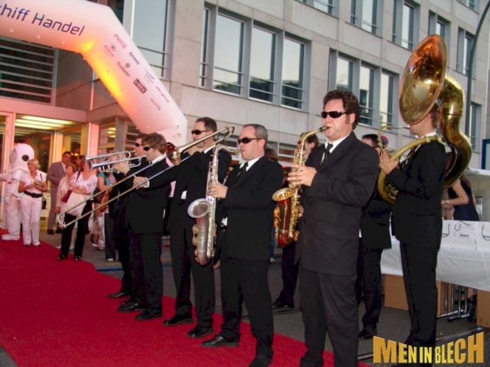 mobile-band-walking-act-walkact-empfang-musik